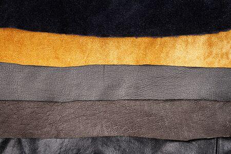 Echtes braunes und schwarzes Leder Texturen Hintergrund. Abstrakte Vintage natürliche Kuhfelle Kulisse. Verschiedene Lederstreifen.
