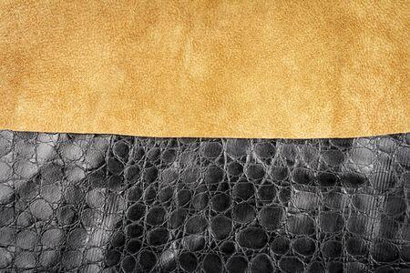 Braunes Leder und schwarze künstliche Alligatorhaut Texturen Hintergrund. Standard-Bild