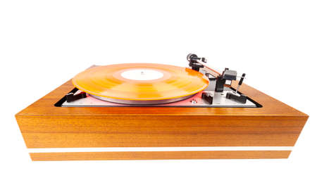 Vintage turntable with a red vinyl isolated on white. Wooden plinth. Retro audio equipment. Banque d'images
