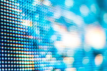 浅い被写し界深度で背景を高飽和パターンと明るい色の LED ビデオの壁を閉じる