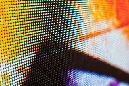 채도가 높은 패턴이 있는 밝은 색상의 LED 비디오 월 - 얕은 피사계 심도로 배경을 닫습니다. 스톡 콘텐츠