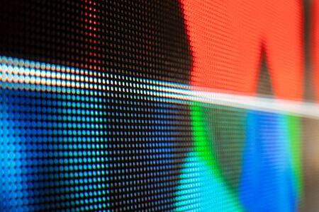 Pared de video LED de colores brillantes con patrón de alta saturación: cierre de fondo con poca profundidad de campo Foto de archivo
