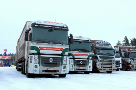 RAISIO, FINLAND - DECEMBER 8, 2013: Two Renault Magnum trucks on December 8, 2013 in Raisio, Finland. The flagship model Renault Magnum was manufactured from 1990 to June 26, 2013. 報道画像