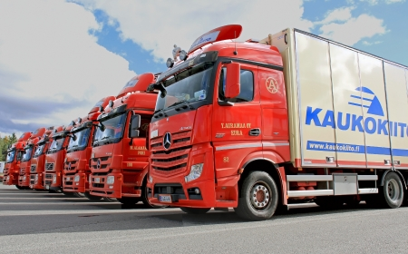 haulage: FORSSA, FINLAND - SEPTEMBER 22, 2013  Fleet of red Kaukokiito long haulage trucks  Kaukokiito is Finlands leading private transport system with a network over 1000 vehicles