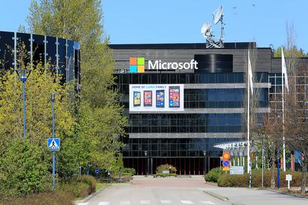SALO, Finlandia - 17 de mayo 2014 signos de Microsoft reemplazará los signos Nokia en los antiguos edificios de Nokia en Salo, ex Nokia en Finlandia se ve a Microsoft para su reactivación Editorial