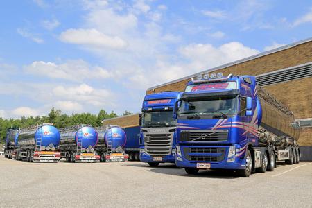 Turku, Finlandia - 13 de julio 2014 de la flota de camiones cisterna en una salida de garaje química europea crecerá un 2 0 este año impulsado por la creciente demanda de las industrias de los clientes, dice Cefic, el Consejo Europeo de la Industria Química
