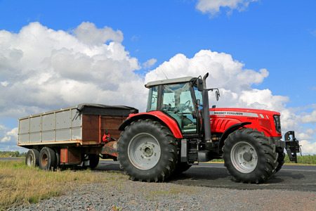 KOSKI TL, FINLAND - AUGUST 24, 2014: Massey Ferguson 7465 Agricultural tractor by field. The MF 7465 is a row tractor with 6 cyl. Turbo-Intercooled6.6 litre engine with 125 rated hp. Редакционное