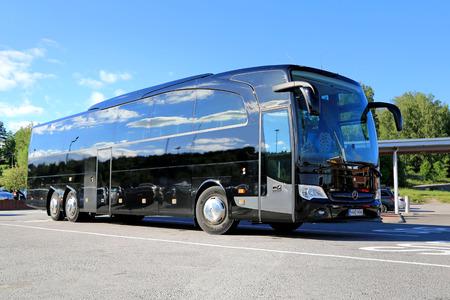 passenger buses: Salo, Finlandia - 14 de junio 2014: bus Negro Mercedes-Benz Travego se detiene en el aparcamiento de autobuses. En IIA, Daimler presenta la versi�n Entrenador de Seguridad de autob�s Travego con ABA 3.