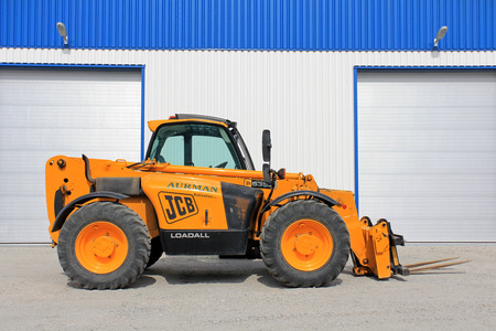 SALO, FINLAND - JULY 14, 2013: JCB 535-95 Telescopic handler by warehouse. The JCB 535-95 is a full-sized 3-stage telescopic handler with a maximum lift height of 9.5m and maximum lift capacity of 3500kg. Stock Photo - 36886143