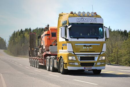 'rock drill': PARAINEN, FINLAND - MAY 6, 2016: MAN TGX 32.540 semi transports Tamrock 282 Rock Drill along highway in Southwest Finland at spring. Editorial