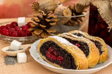 sacking: Poppy seed strudel with cherry on the sacking