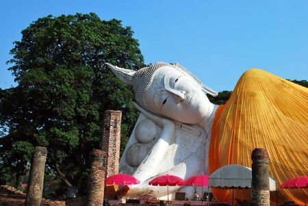 reclining: Reclining Buddha, located on the outdoor head and shoulders. Stock Photo