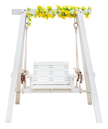 Houten schommel stoel op een witte achtergrond