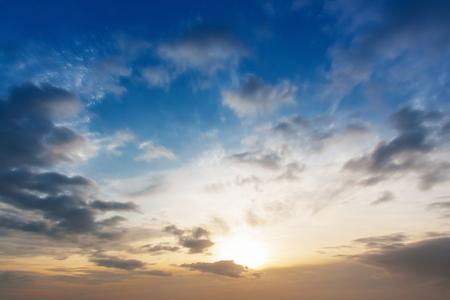 ciel avec nuages: Mouvement Cloud temps cr�puscule