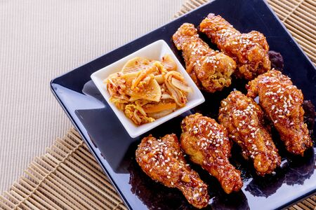 Fried chicken with kimchi on wooden table Foto de archivo