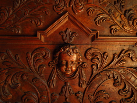 cherub: Cherub head wood relief background, cherub detail church bench, wallpaper