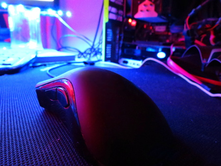 gaming mouse on the mat, enlightened pctuning purple light
