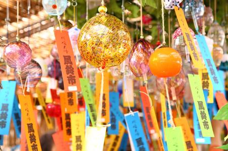 カラフルな日本風チャイム、日本の夏の風物詩