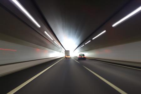 トンネルの交通
