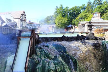 vapore acqueo: Kusatsu Onsen, nota località termale in Giappone