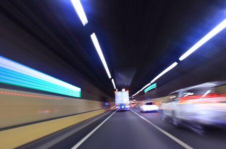 Camion pesante in un tunnel