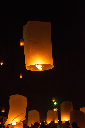 lunar month: floating lantern which is a large balloon.The word Yee Peng is the northern Thai term referring to the full moon of the 12th lunar month in the Buddhist calendar.