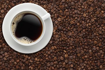 coffee beans: Tách cà phê trên đậu