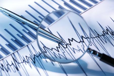 ビジネス グラフ、グラフ、チャート、虫眼鏡で 写真素材