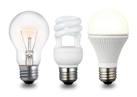 techniek: Compacte fluorescentielamp, gloeilamp en LED-gloeilamp in oplopende chronologische volgorde. Geïsoleerd op een witte achtergrond.