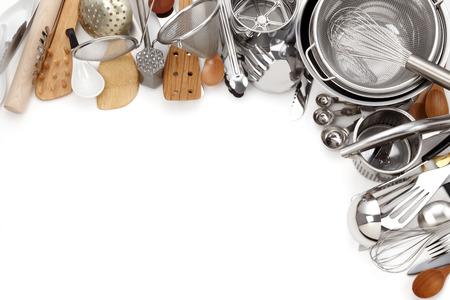 cuchillo de cocina: Cocina UtensilsVarious Utensilios de cocina aislado en blanco Foto de archivo