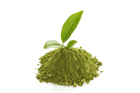 Polvere del tè verde Matcha e foglie di tè verde fresco Archivio Fotografico - 46190846