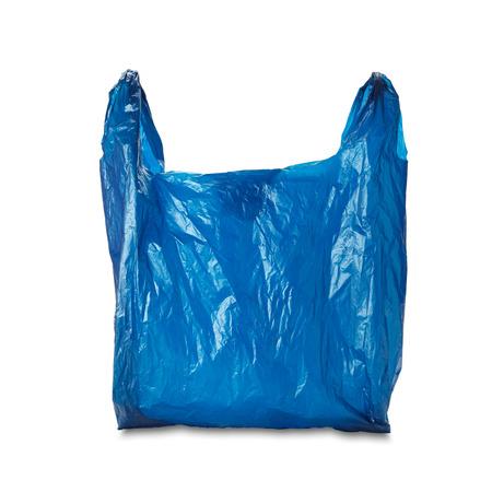 白い背景の空青いビニール袋。クリッピング パスを含めます。