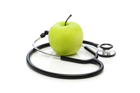 geen: Healthy eating  Stethoscope and Apple on a White Background