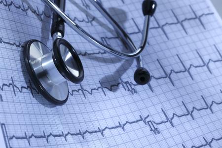 elettrocardiogramma: HealthcareDoctors Stethoscope and Electrocardiogram