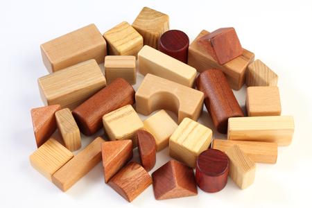 白い背景で隔離の木製おもちゃブロック 写真素材
