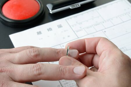Divorce Image - Removing the Ring