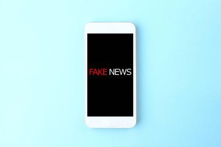 Fake News on Smartphones Banque d'images