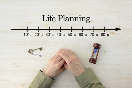 The hand of the person who thinks about life planning