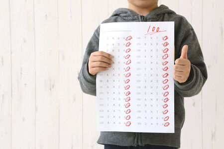 Children with a test of 100 points