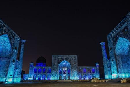 light up: Illumina la mostra al Piazza Registan a Samarcanda Uzbekistan