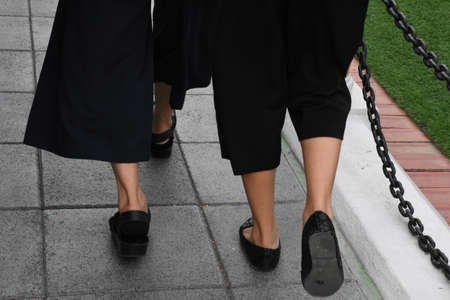 The foot of a woman walking on the street. Banco de Imagens