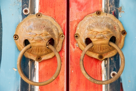 thaiart: Handle on the door of chinese shrine