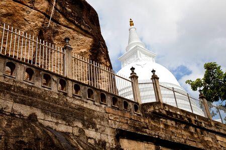 anuradhapura: isurumuniya rock temple, anuradhapura, sri lanka