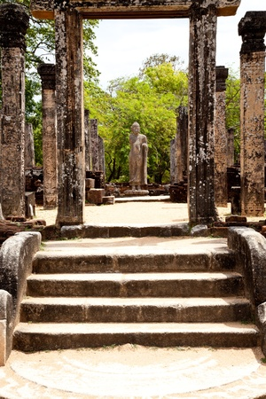 polonnaruwa: passage in ruins to standing buddha in polonnaruwa, sri lanka Stock Photo