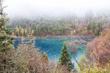 long lake: jade green water in long lake, jiuzhaigou, china