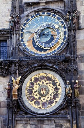 cronologia: Reloj Astronómico de la Plaza Vieja, Praga, República Checa