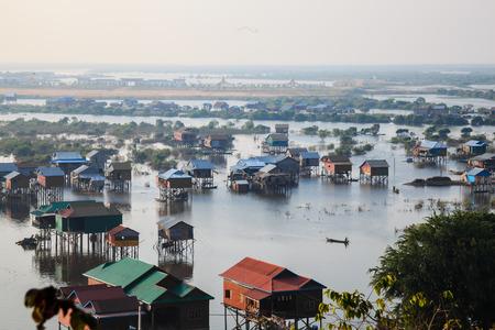 Huizen in Tonle Sap, Siem Reap, Cambodja