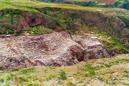 evaporacion: La evaporación de sal estanques en Maras Pueblo en Perú