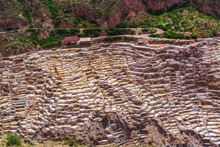 evaporacion: estanques de evaporaci�n de sal de Maras Pueblo en Per� Foto de archivo