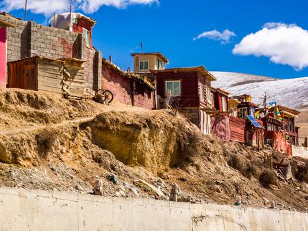 tibetan house: Shacks of buddhist monks in Yarchen Gar Monastery in Sichuan China